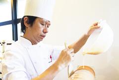 創業から48年。パティシエ一人ひとりが丁寧に手作りし50種類以上をラインナップしたパティスリー。
